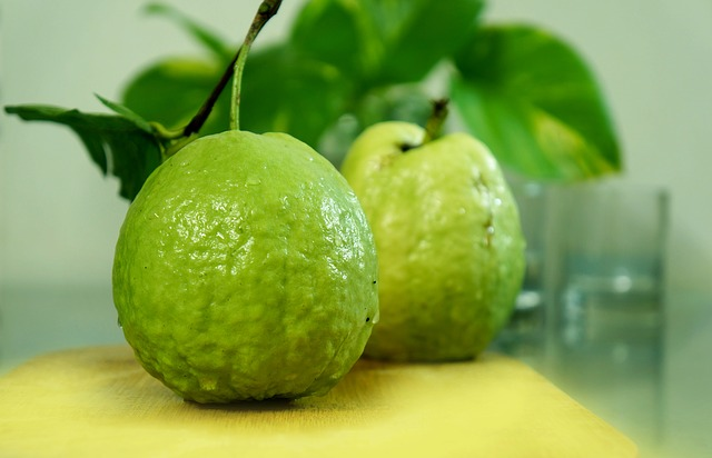 Guava is one of natural remedies to relieve sore throat