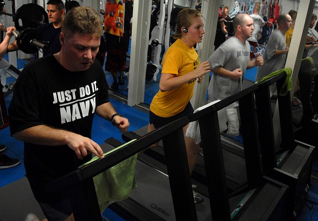How to get rid of thigh fat - Walk on the treadmill