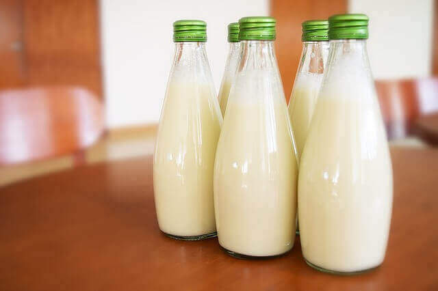 How Long Can Breast Milk Sit Out? 3 Hours Or 6 Months ...