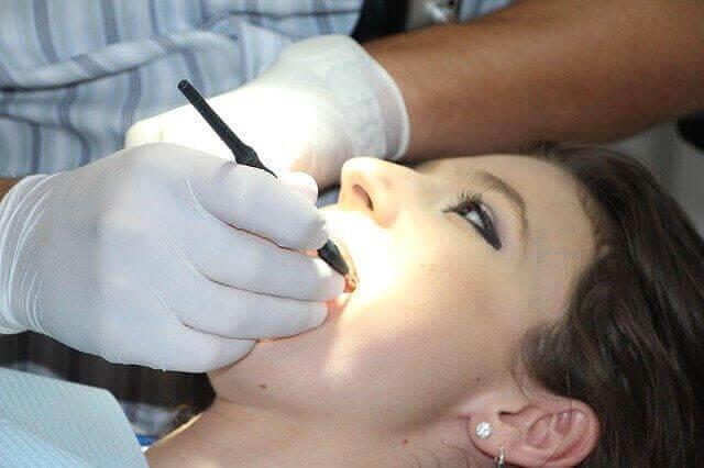 Dentist definition